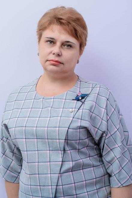учитель Николаевской общеобразовательной школы І - ІІІ ступеней № 25 Светлана Петровна Олейникова.