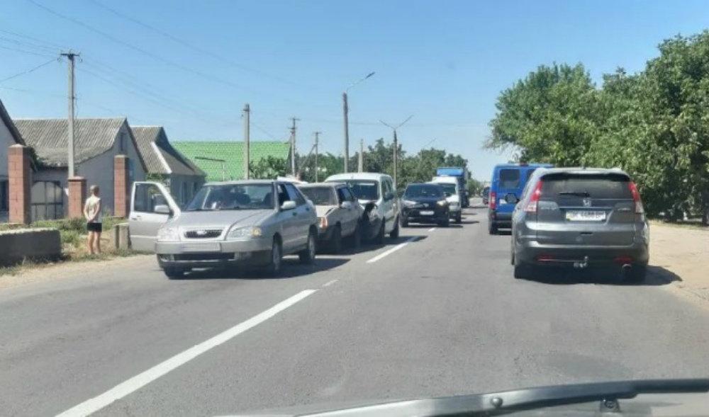 В райцентре Николаевской области на одном отрезке  почти одновременно произошло два ДТП, - ФОТО, фото-1