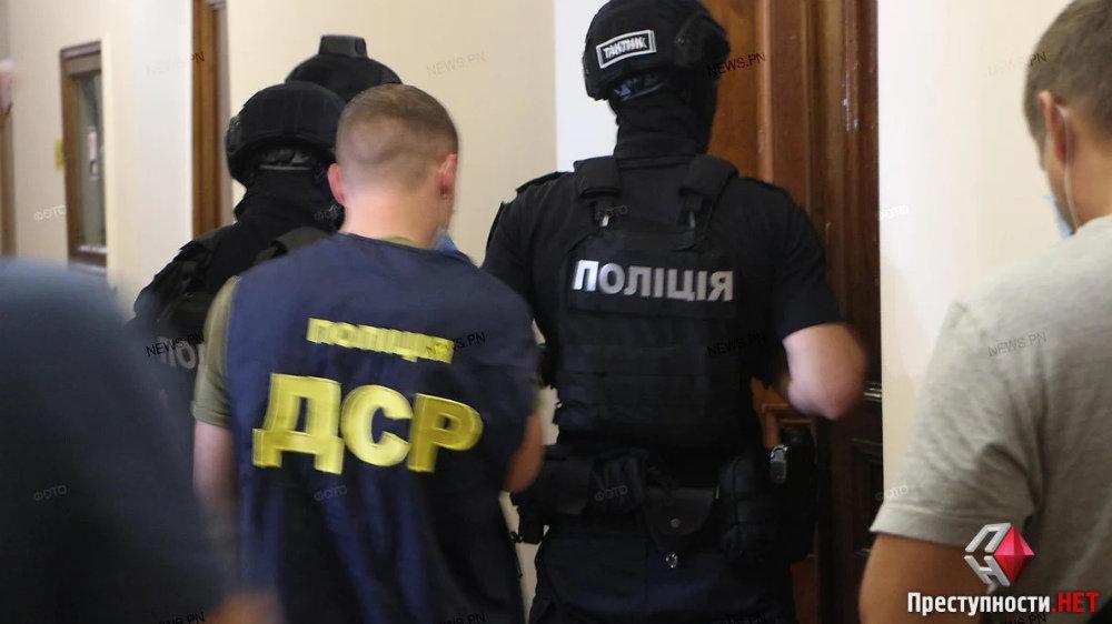 В Николаевском горсовете проходят обыски, - ФОТО, ВИДЕО, фото-3