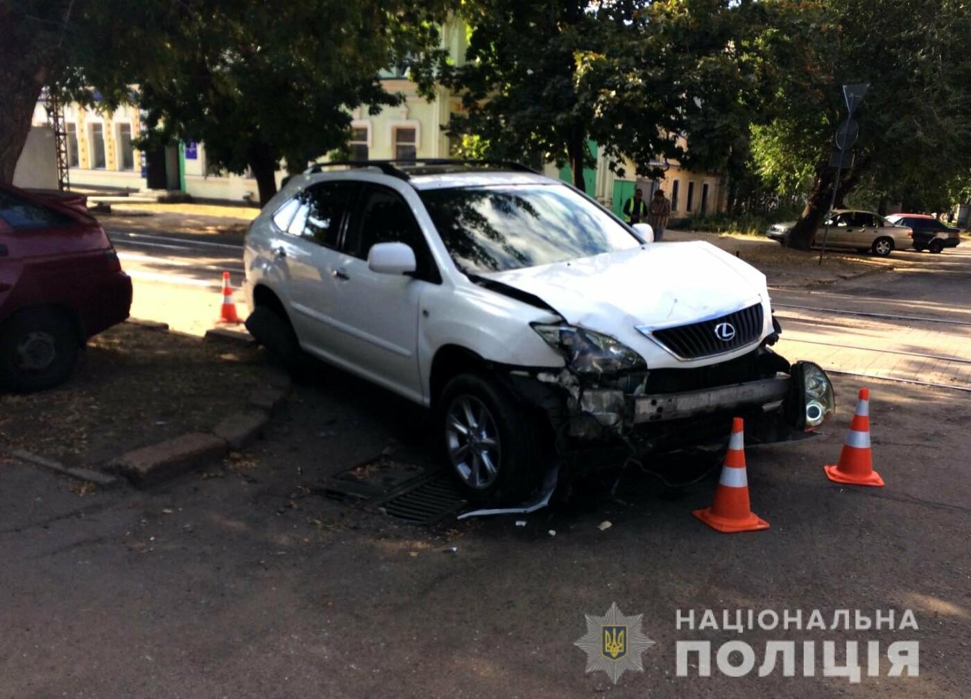 В центре Николаева столкнулись две легковушки: одного из водителей пришлось деблокировать, - ФОТО, фото-5