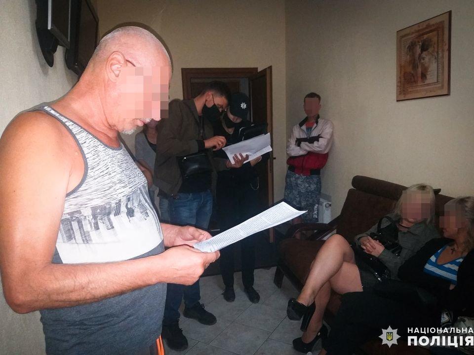 В Николаеве задержали администратора бани, который сводил  проституток с клиентами, - ФОТО, ВИДЕО , фото-4