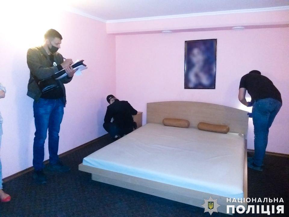 В Николаеве задержали администратора бани, который сводил  проституток с клиентами, - ФОТО, ВИДЕО , фото-8