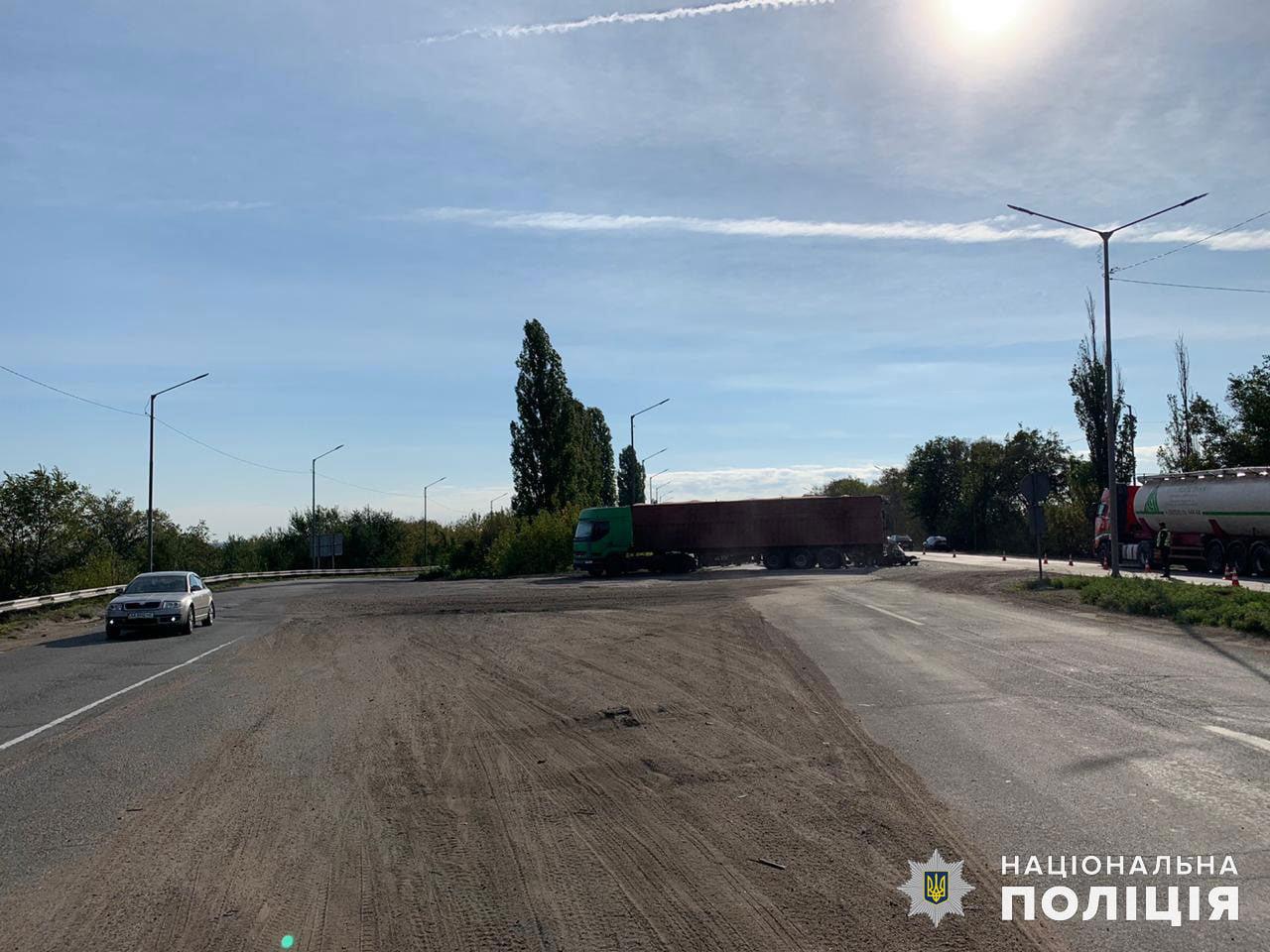 На Николаевщине столкнулись грузовик и легковушка, - ФОТО, фото-3