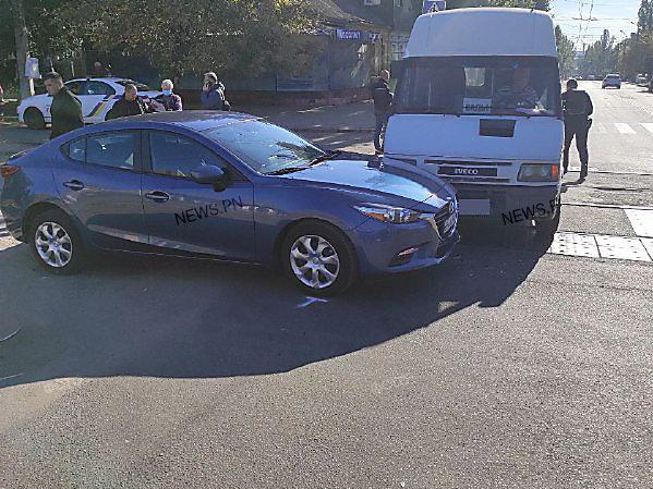 В Николаеве на трамвайных путях столкнулись иномарка и маршрутное такси, - ФОТО, фото-2