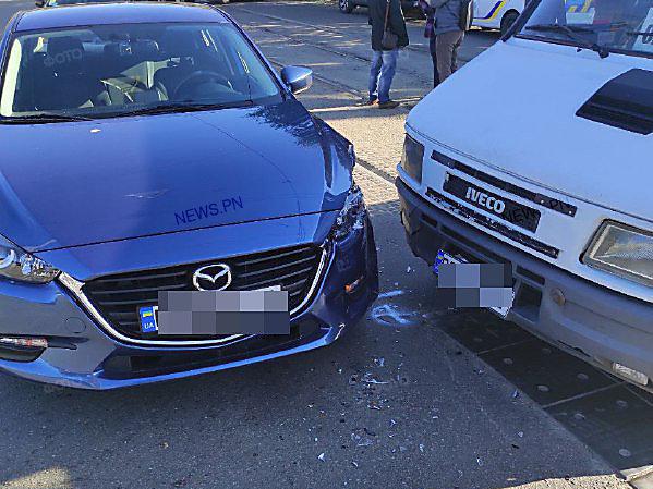 В Николаеве на трамвайных путях столкнулись иномарка и маршрутное такси, - ФОТО, фото-1