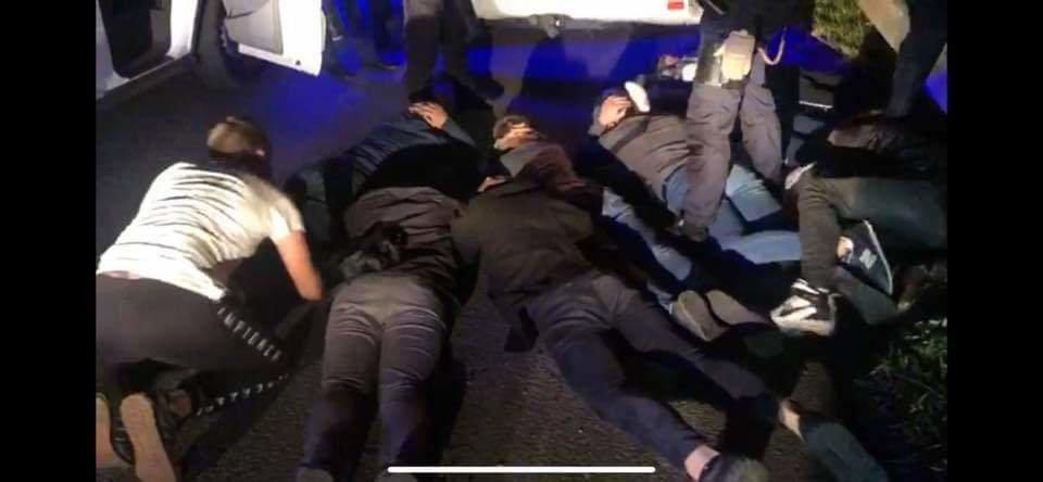 В Николаеве группа парней цеплялась к кандидату в мэры: их удалось задержать, фото-3