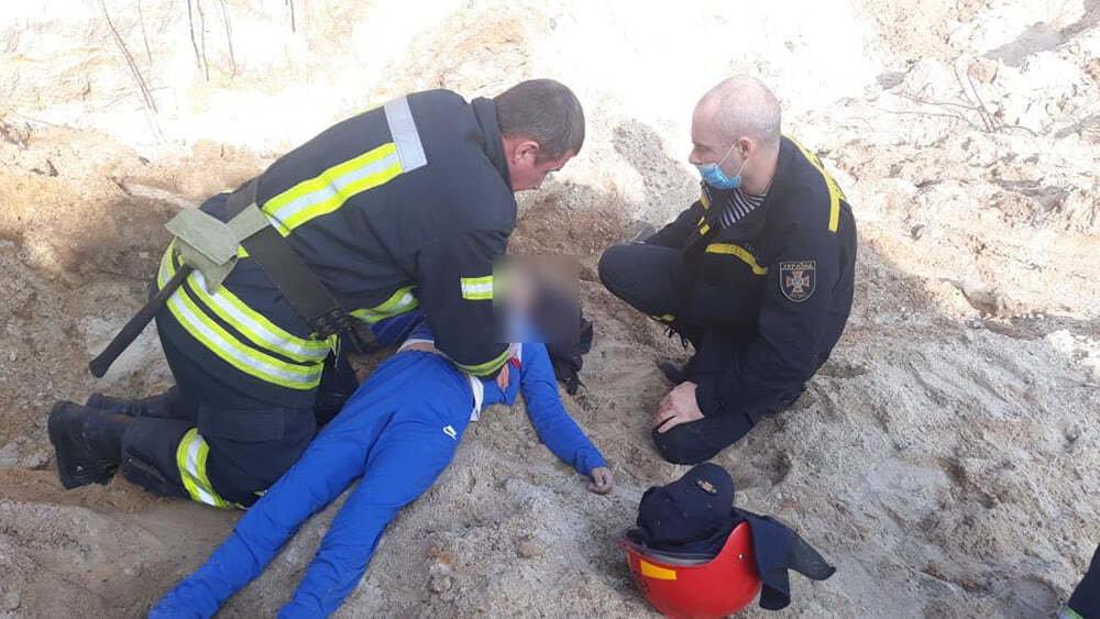 В Николаеве ребенок провалился на песчаном склоне: мальчика не удалось спасти,- ФОТО  , фото-2