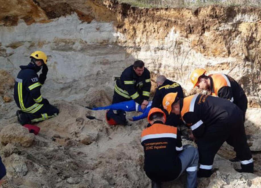 В Николаеве ребенок провалился на песчаном склоне: мальчика не удалось спасти,- ФОТО  , фото-3