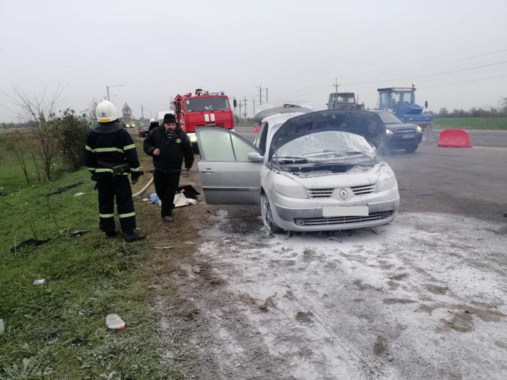 На Николаевской трассе загорелся автомобиль