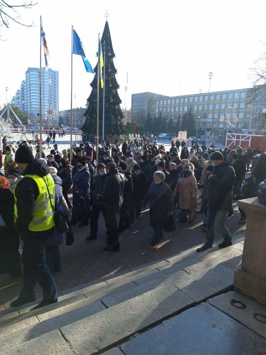 В Николаеве митингующие против повышения тарифов перекрыли Ингульский мост, - ФОТО, фото-1