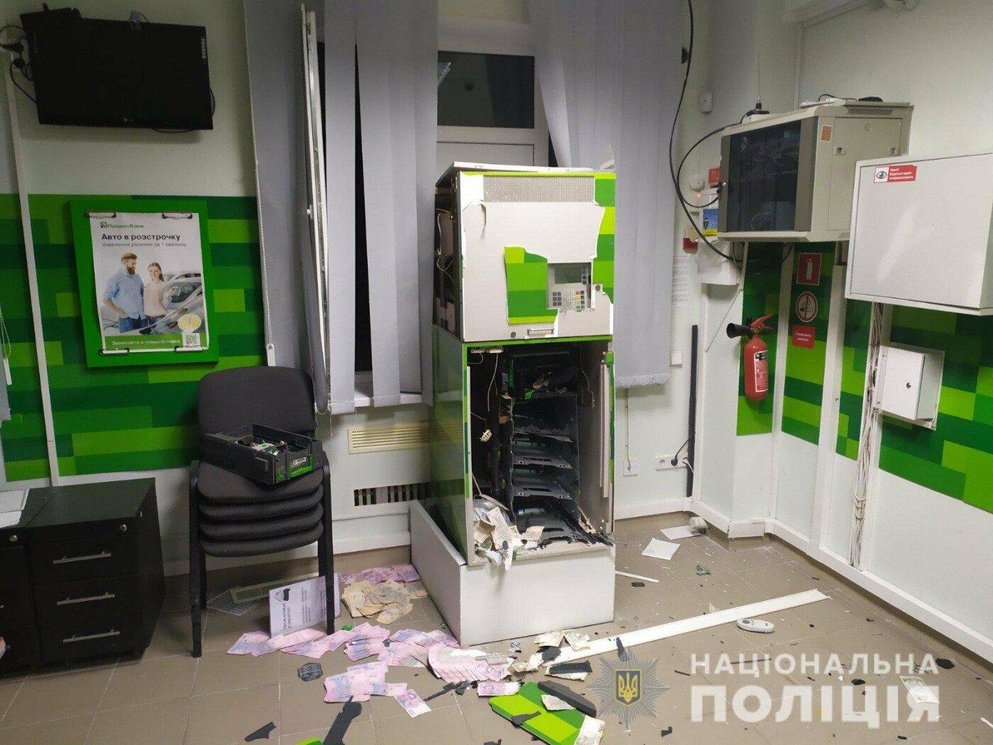 """Ограбление отделения """"Приватбанка"""", Фото нацполиции"""