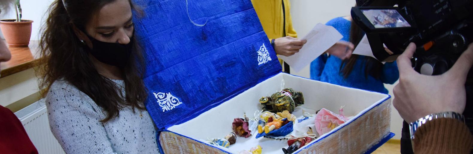 """""""С игрушкой в Новый год"""": в Николаеве открыли выставку изделий из ваты"""